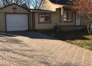 Casa en ejecución hipotecaria in Brentwood, NY, 11717,  SAINT PETERS DR ID: P1247702