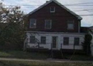 Foreclosed Home en HEMPSTEAD TPKE, Elmont, NY - 11003