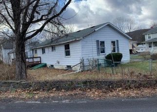 Foreclosed Home en MEADOW ST, Highland, NY - 12528