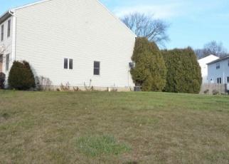 Foreclosed Home en TUPELO DR, Clifton Park, NY - 12065