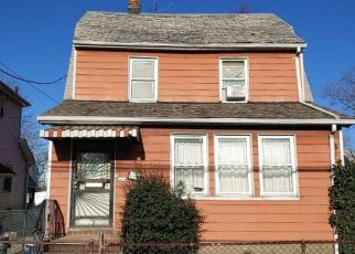 Foreclosed Home en KEESEVILLE AVE, Saint Albans, NY - 11412