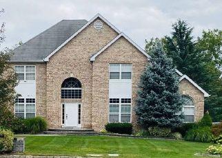 Foreclosed Home en HAMILTON PL, Lake Grove, NY - 11755