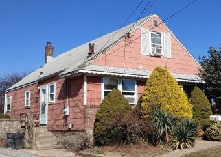Foreclosed Home in CHESTNUT ST, Merrick, NY - 11566