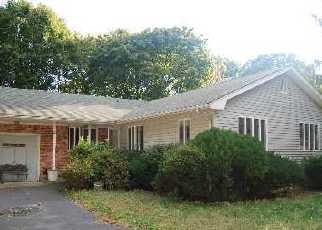 Foreclosed Home en PINEAIRE AVE, Farmingville, NY - 11738