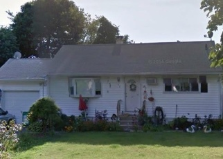 Foreclosed Home en BAYVIEW AVE, Bellport, NY - 11713