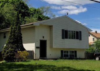 Foreclosed Home en ELLISON AVE, Freeport, NY - 11520