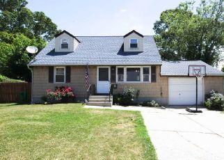 Foreclosed Home en FOSTER RD, Ronkonkoma, NY - 11779