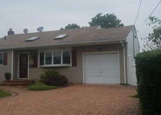 Foreclosed Home en N INDIANA AVE, Lindenhurst, NY - 11757