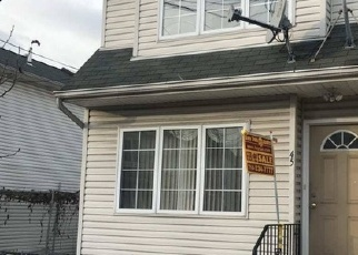 Foreclosed Home en WINEGAR LN, Staten Island, NY - 10310