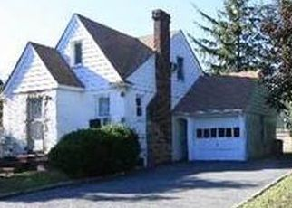 Foreclosed Home en MARLE PL, Bellmore, NY - 11710