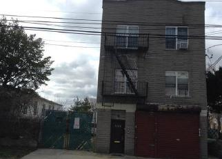 Foreclosed Home en ALLERTON AVE, Bronx, NY - 10469