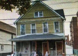 Foreclosed Home en FORLEY ST, Elmhurst, NY - 11373