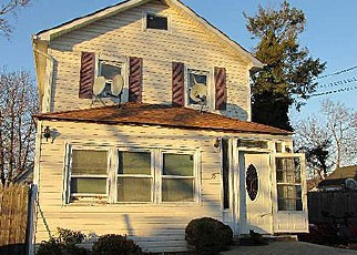 Foreclosed Home en W 4TH ST, Huntington Station, NY - 11746