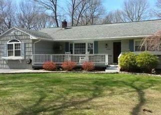 Foreclosed Home en PLEASANT ST, Ronkonkoma, NY - 11779