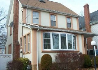 Foreclosed Home en 205TH PL, Saint Albans, NY - 11412
