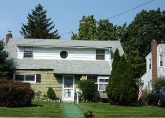 Foreclosed Home in BAYVIEW AVE, Valley Stream, NY - 11581