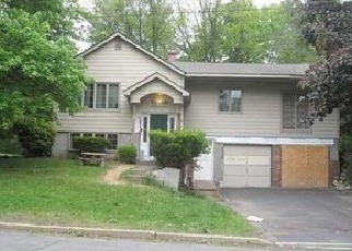 Foreclosed Home en DR FRANK RD, Spring Valley, NY - 10977