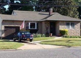 Casa en ejecución hipotecaria in Brentwood, NY, 11717,  2ND AVE ID: P1252547