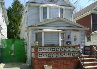Foreclosed Home en VAN LOON ST, Elmhurst, NY - 11373