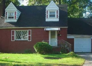 Foreclosed Home en COOLIDGE AVE, Amityville, NY - 11701