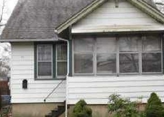 Foreclosed Home en W 16TH ST, Huntington Station, NY - 11746
