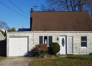 Foreclosed Home en S 13TH ST, Lindenhurst, NY - 11757