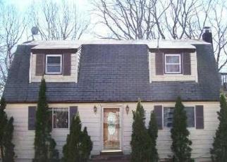 Foreclosed Home in STUYVESANT ST, Huntington, NY - 11743