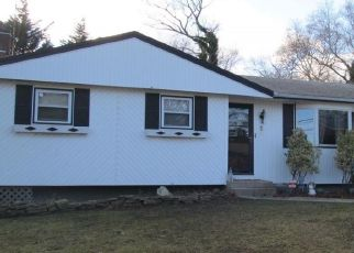 Foreclosed Home en N 4TH ST, Ronkonkoma, NY - 11779