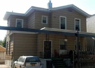 Foreclosed Home en WOODHAVEN BLVD, Woodhaven, NY - 11421