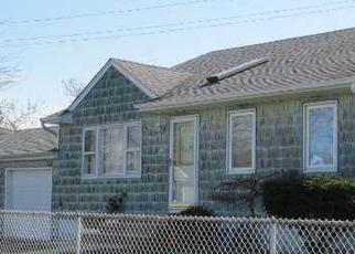 Foreclosed Home en STEVENS ST, Lindenhurst, NY - 11757