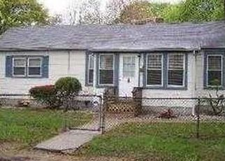 Foreclosed Home en E END AVE, Central Islip, NY - 11722