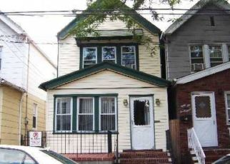 Foreclosed Home en 86TH AVE, Woodhaven, NY - 11421