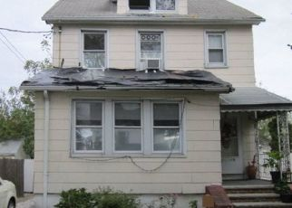 Foreclosed Home en 143RD AVE, Rosedale, NY - 11422