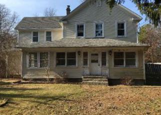 Foreclosed Home en SAMPSON AVE, Islandia, NY - 11749