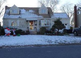 Foreclosed Home en N ERIE AVE, Lindenhurst, NY - 11757