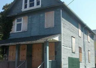 Foreclosed Home en QUINCY ST, Rochester, NY - 14609
