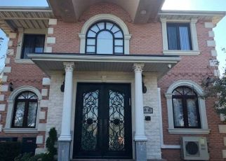 Foreclosed Home en 67TH RD, Forest Hills, NY - 11375