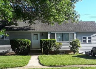 Foreclosed Home en PETER ST, Seaford, NY - 11783