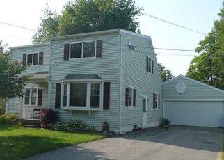Foreclosed Home en E MANITOU RD, Rochester, NY - 14612