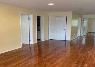 Foreclosed Home en CYPRESS AVE, Ridgewood, NY - 11385