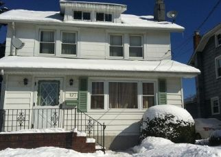 Foreclosed Home en E MAUJER ST, Valley Stream, NY - 11580