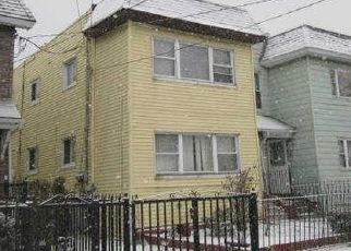 Foreclosed Home en 132ND ST, Richmond Hill, NY - 11418
