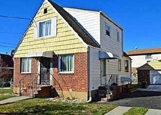 Foreclosed Home en 120TH AVE, Saint Albans, NY - 11412