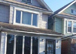 Foreclosed Home en 85TH AVE, Kew Gardens, NY - 11415