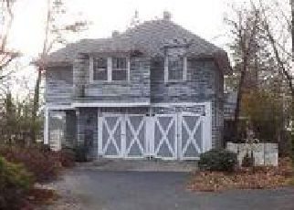 Foreclosed Home in S MONTGOMERY AVE, Bay Shore, NY - 11706