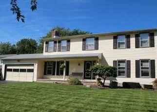 Foreclosed Home en COVERED BRIDGE CIR, Rochester, NY - 14612