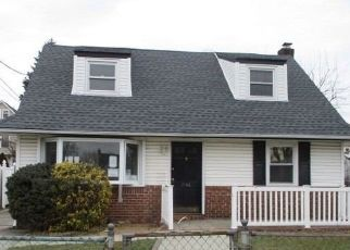 Foreclosed Home en ADAMS ST, Elmont, NY - 11003