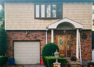 Foreclosed Home en LATHAM RD, Mineola, NY - 11501