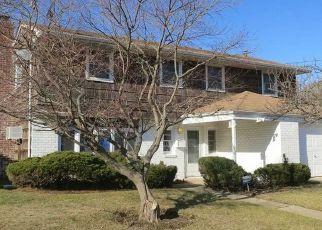 Foreclosed Home en S LONG BEACH AVE, Freeport, NY - 11520
