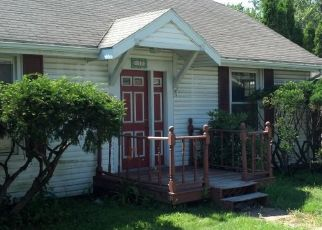 Foreclosed Home en OLD LOUDON RD, Latham, NY - 12110